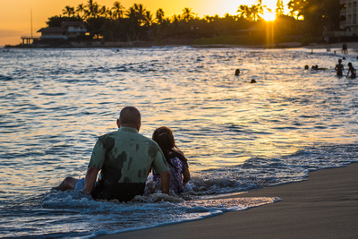Sunset, ocean, daddy, daughter, Oahu, Hawaii, portrait, lifestyle, photographer, family, child