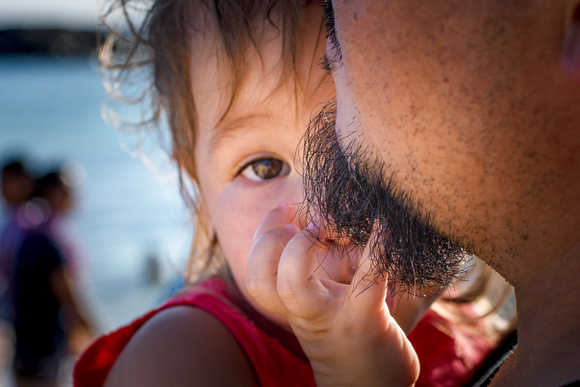 Fingers in beard, Daddy daughter date, Toddlers, Oahu Family Photographer, Hawaii Family Photographer