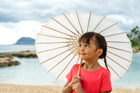 Child with parasol I Oahu Photographer