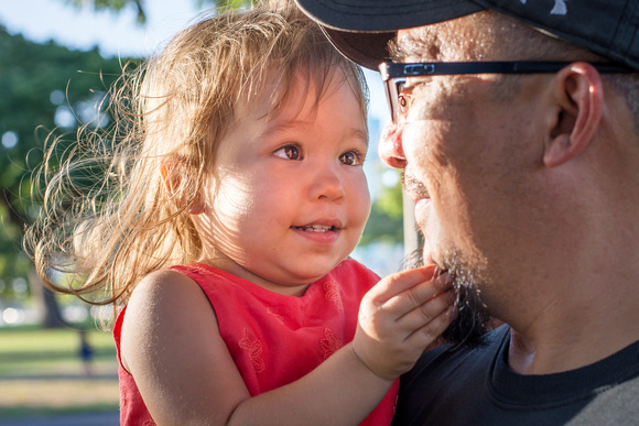 Eye Contact, Daddy Daughter date, toddlers, Oahu Family Photographer, Hawaii Family photographer