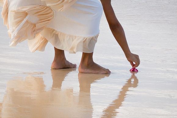 Exploring, Kailua Beach, children, Oahu Family Photographer