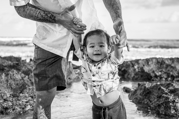 Family portraits, Oahu Family Photographer, Hawaii Vacation Photographer, Black and White