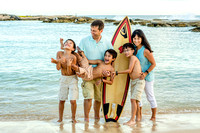 Family with surfboard I Oahu photographer