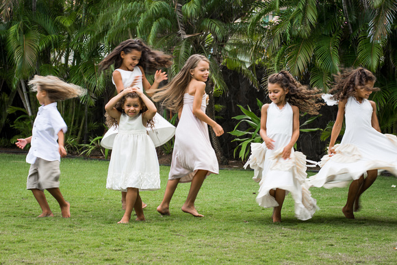 Kailua Garden photos, Oahu Photographer, Family Photographer, Outdoor fun, Let them be little