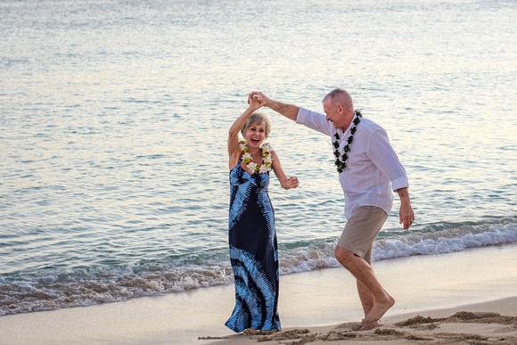 Couples, Hawaii, Oahu, Photographer, sunset, dancing, talking, sharing