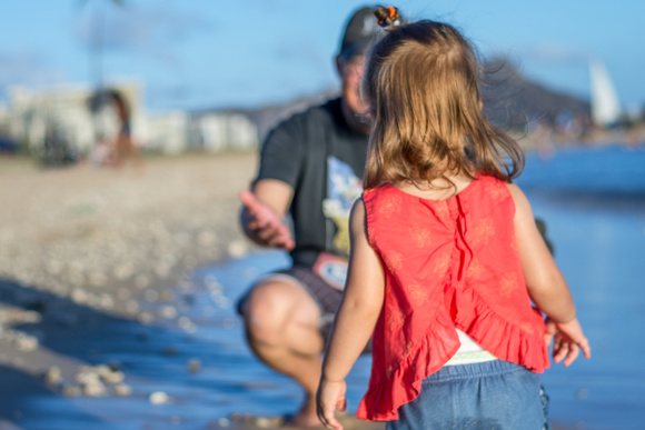 Running to Dad, Dad daughter date, Oahu Family photographer, Hawaii Family Photographer, Toddler Beach