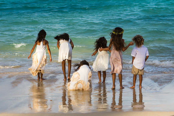 Exploring, Kailua Beach, children, Oahu Family Photographer