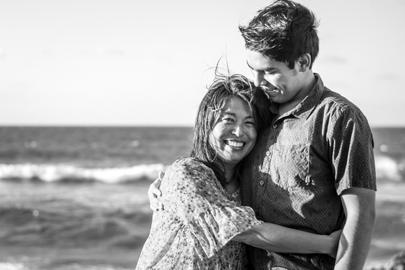 Family photo session, Senior Portrait photographer, Oahu Senior Photographer, Kaena Point, Beach Session, Mother and Son